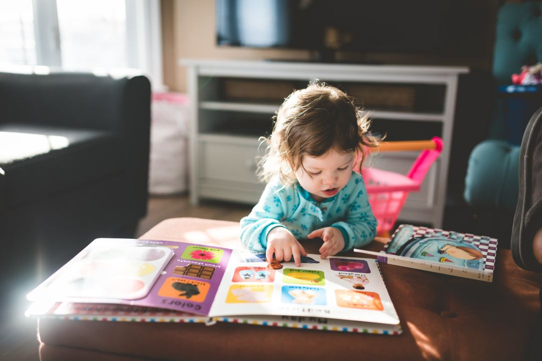 Parents often wonder how they can teach their children to read but there is something even more important if you want them to become life long readers: they need to learn to love reading!